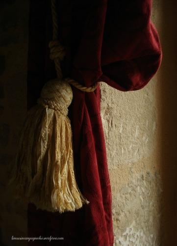 Les rideaux du salon rustique - The curtains of the rustic living room