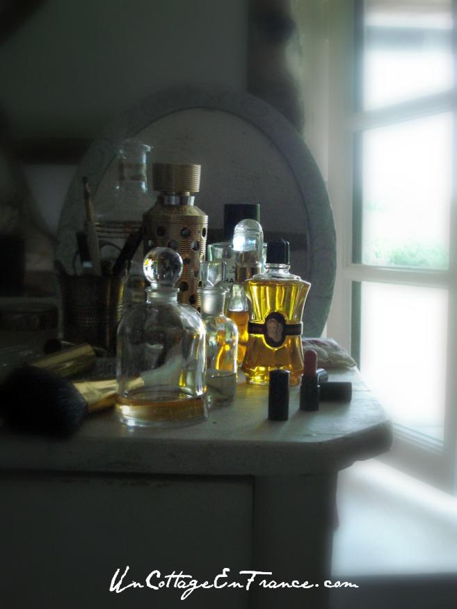 Cette bouteille de Brillantine Cadoricin est un vrai petit soleil - This Cadoricin hair oil bottle is a ray of sun