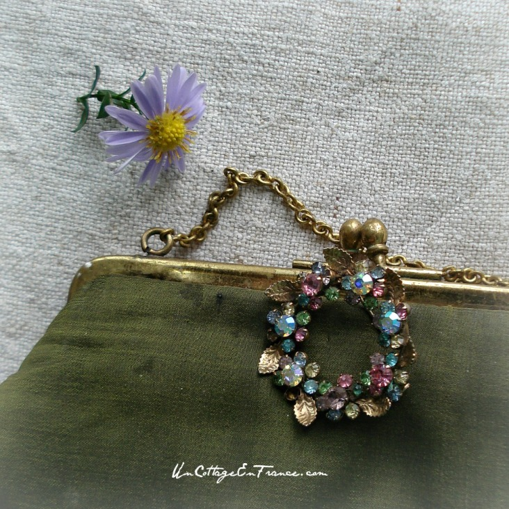 Un vrai bijour, plus beau qu'une marguerite - A little piece of jewellery, prettier that a daisie
