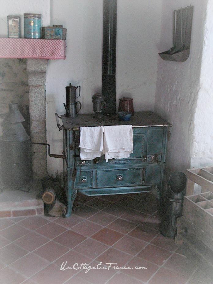 Antique kitchen in Limousin - Un Cottage En France