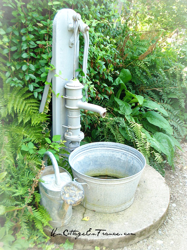 La pompe du Jardin de grand-mère - The grandmother's garden water pump