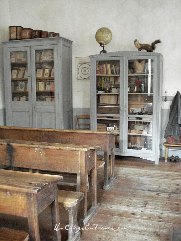 Les armoires de la salle de classe de Montrol Senard en Haute Vienne