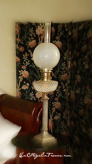 Chambre au paravent - lampe a petrole