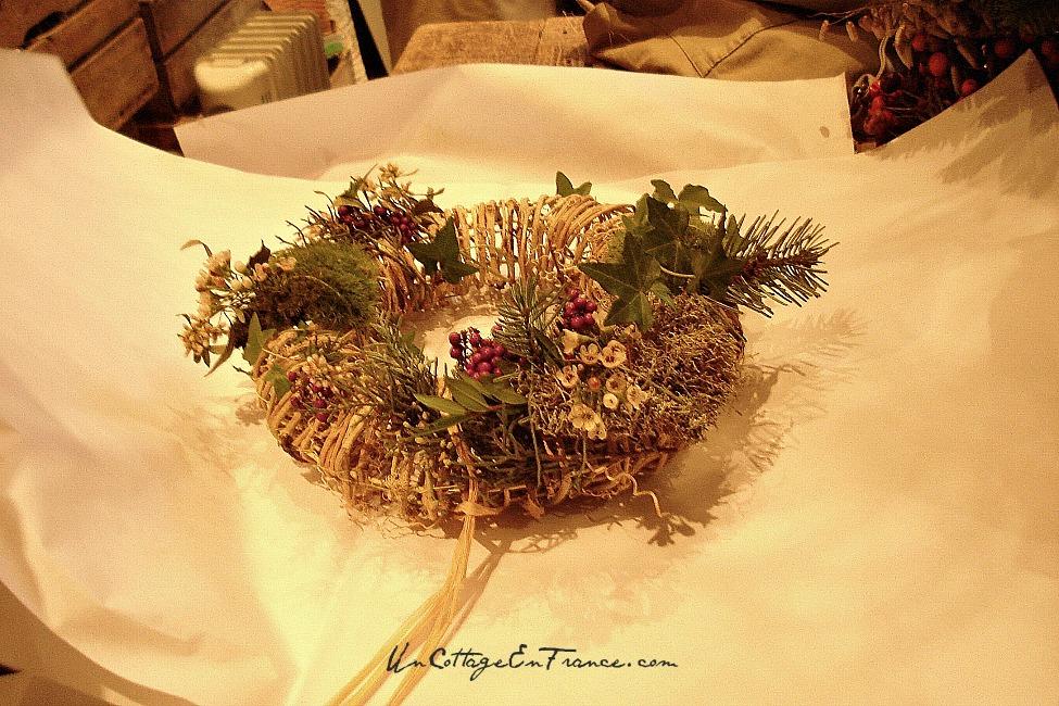 couronne de no l faire soi m me making of a christmas wreath un cottage en france. Black Bedroom Furniture Sets. Home Design Ideas