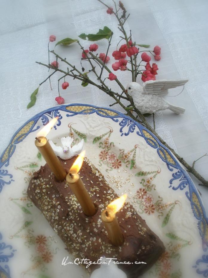 Buche de noel classique avec colombes en sucre