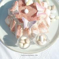 Joli en rose : Charlotte de saison aux dragées | Pretty in pink : Easter sugared almond Charlotte