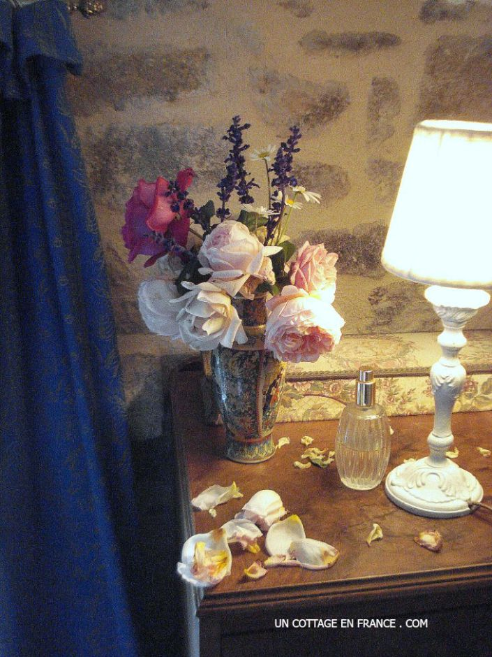 French vintage country interior, the cottage floral arrangement in the bedroom 30