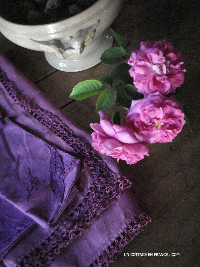 La nappe violette du cottage