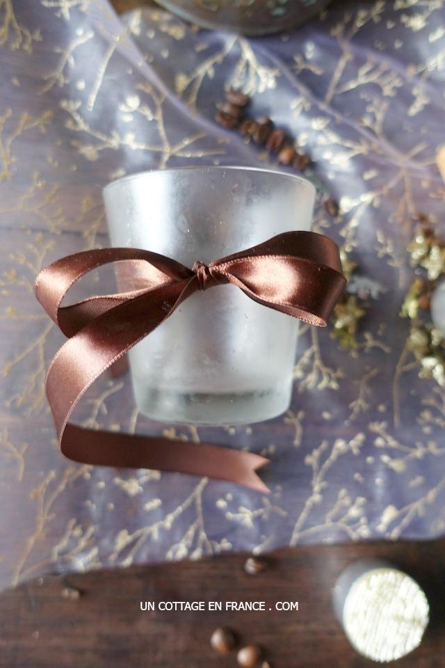 Préparation d'un bol senteur au café pour les fêtes