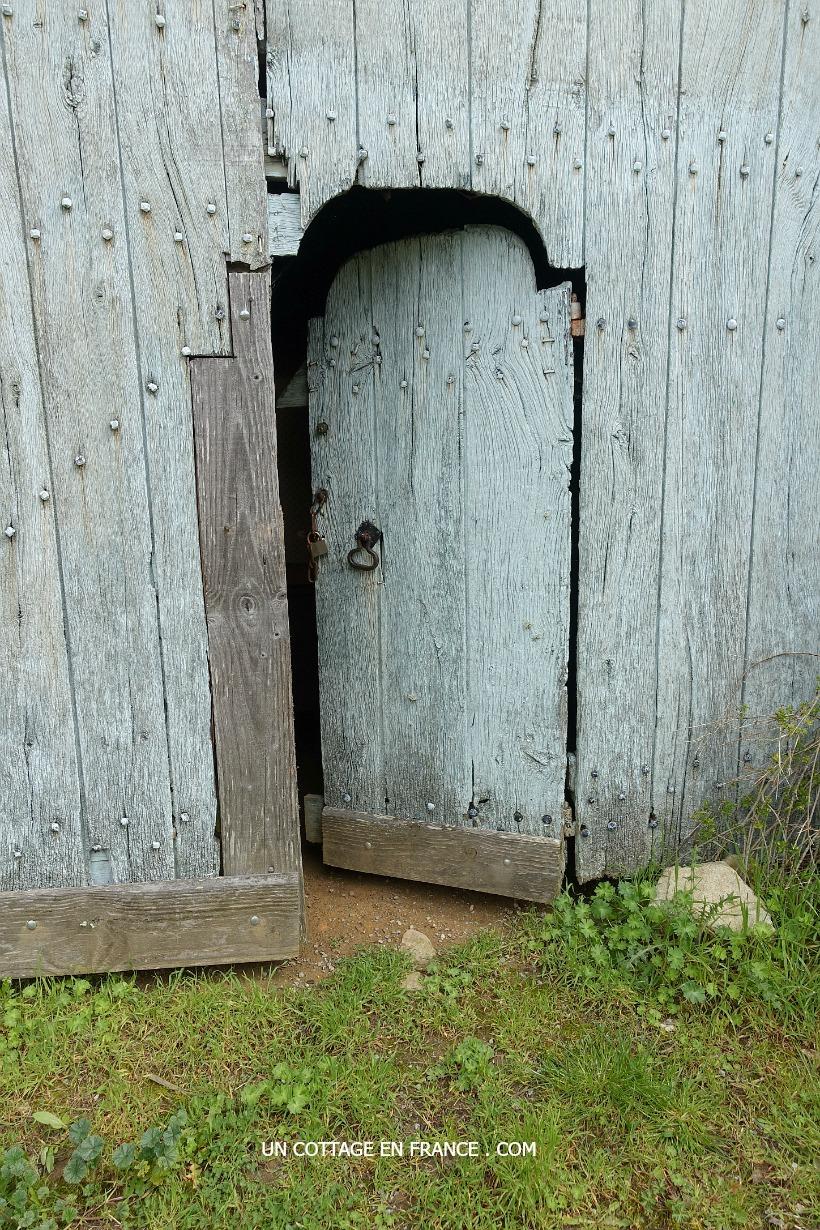 porte de grange bleue