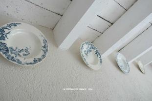 Assiettes de Gien bleu eu blanc, blog maison de campagne