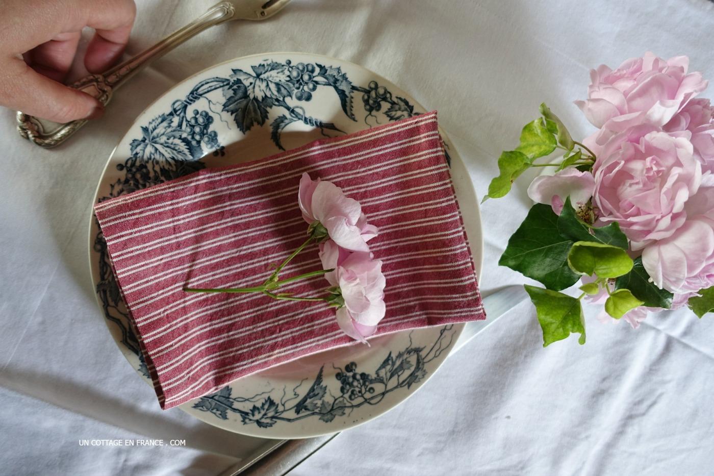 petit bouquet de table de la giralda la giralda s little cabbage roses table arrangement un. Black Bedroom Furniture Sets. Home Design Ideas