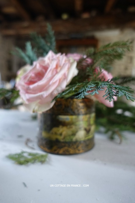 Bouquet de Noel dans une boite en fer cottage - Christmas bouquet in an old cottage tin box