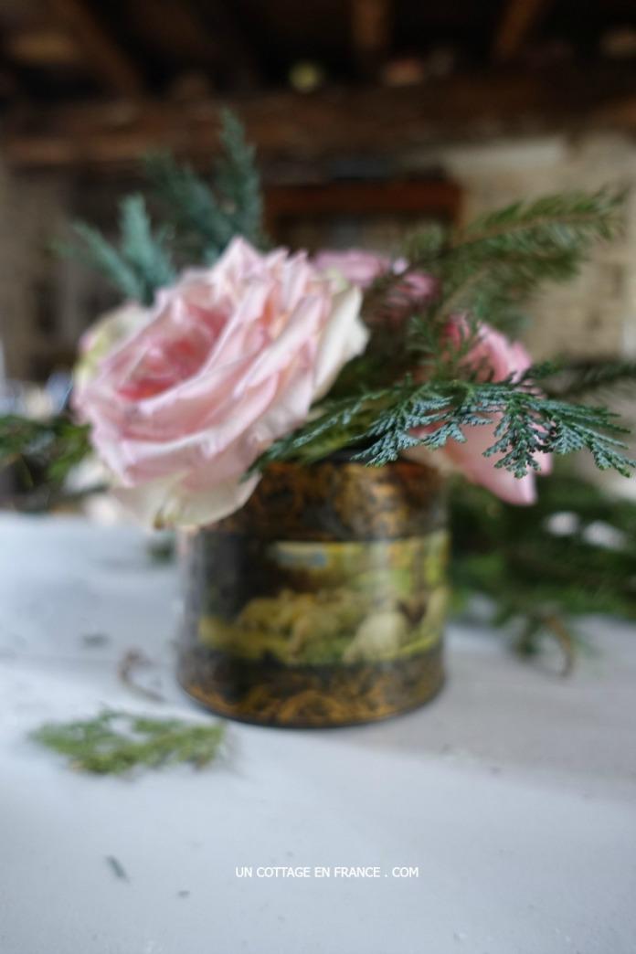 Bouquet de Noel dans une boite en fer cottage - Christmas bouquet in an old cottage tin box