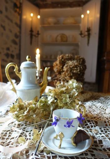 En background du service de Limoges (Limoges coffee set background)