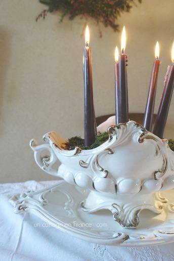 Les bougies de Noël dans la soupière,
