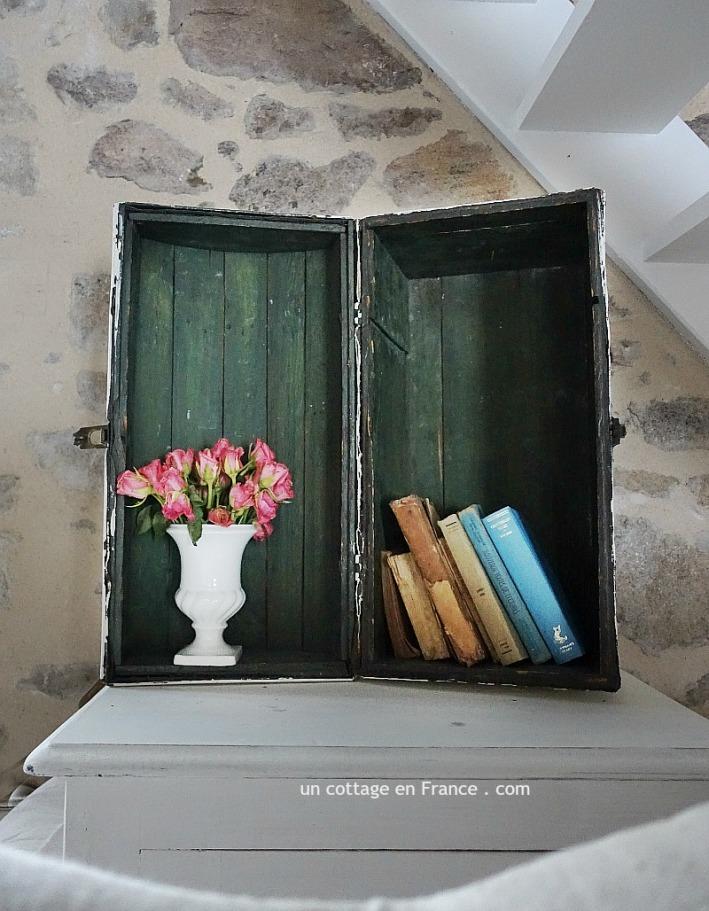 Le bouquet dans le coffre ancien,