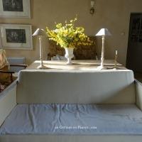 Ombre et lumière : soleil de mars au salon | Light and shade: March sun in the living room