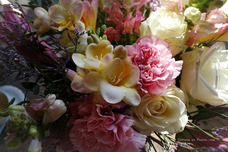 Bouquet d'avril, printemps rose et blanc, un cottage en france 3s