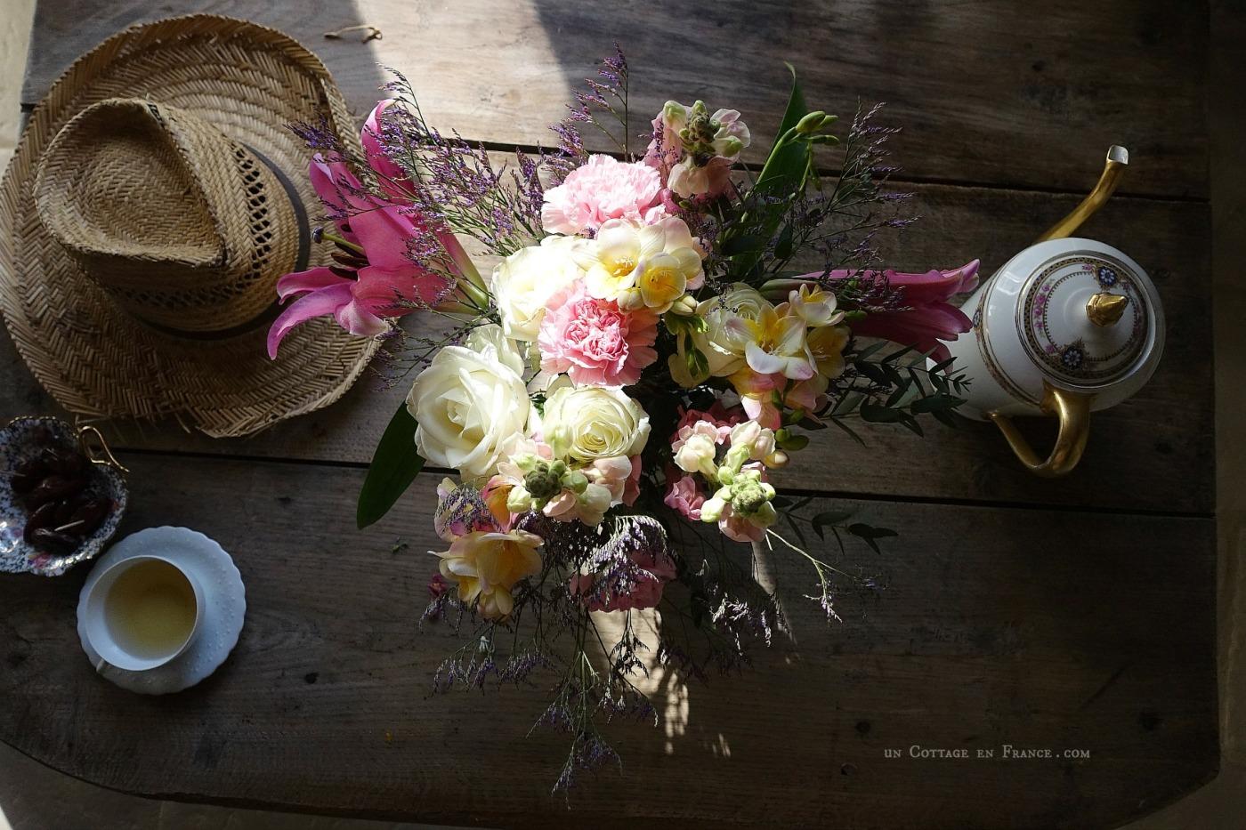 Bouquet d'avril, printemps rose et blanc, un cottage en france 4