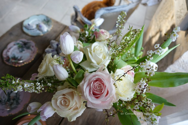 Bouquet d'avril roses et tulipes blanches, blog campagne chic 9