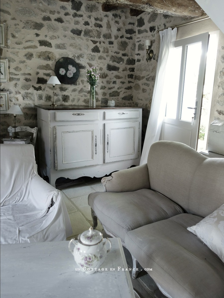 Relooking campagne chic : éclaicir le buffet régional | Country chic makeover: gentrifying the rural sideboard