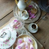 Jolis en rose(s) : des oeufs en neige | Pretty in pink: rose flavoured 'oeufs en neige'