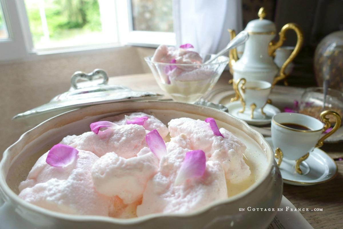 Un petit voyage en douceur entre roses et oeufs en neige parfumés... à la rose (A soft little journey between roses and rose flavoured 'oeufs en neige')