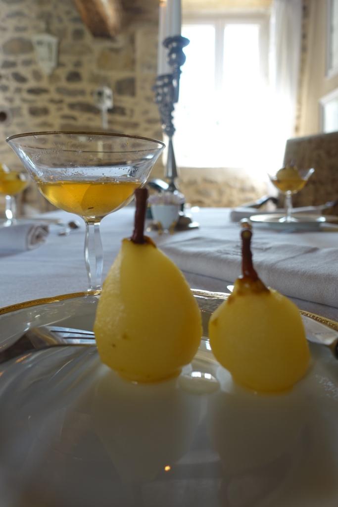 Poires au vin (Pears in wine)