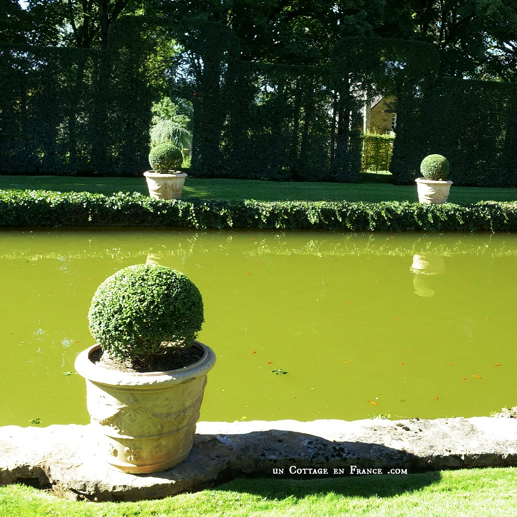 Visite Jardins d'EYRIGNAC #topiaires #buis #beaujardinfrance #arttopiaire #jardinfrancais #sarlat #periford #dordogne #nouvelleaquitaine #eyrignac #jardinremarquable #jardinfleursblanches #whiteflowers #topiarie #hedgelovers #boxwood #booxwoodhedges