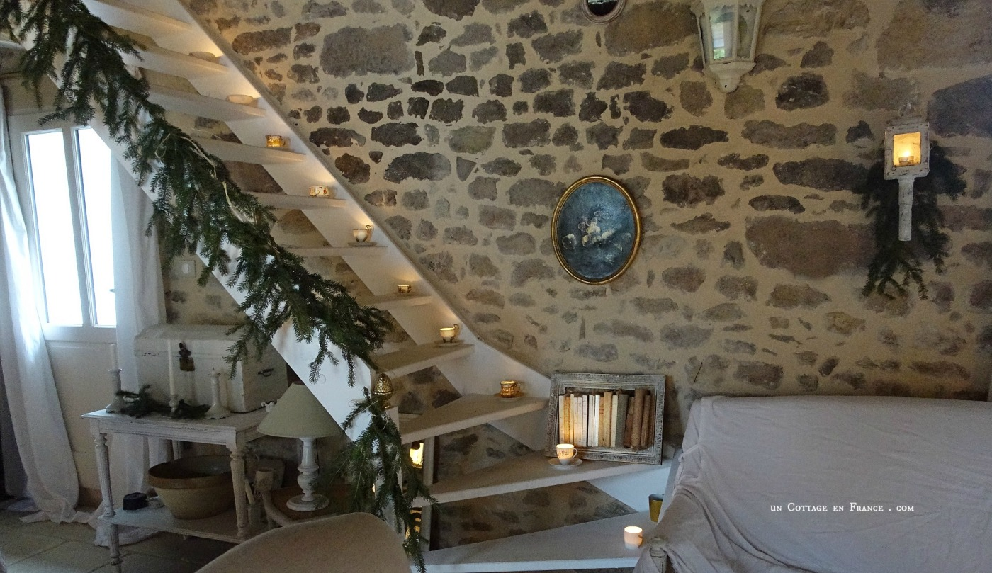 Le salon blanc country chic Un Cottage en France blog 5