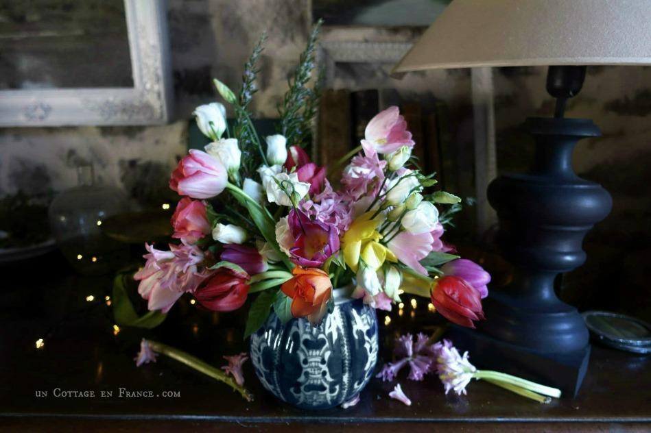 Vitamines : un bouquet de janvier | Vitamins: a January floral arrangement https://uncottageenfrance.blog/2019/01/16/vitamines-un-bouquet-de-janvier-vitamins-a-january-floral-arrangement/