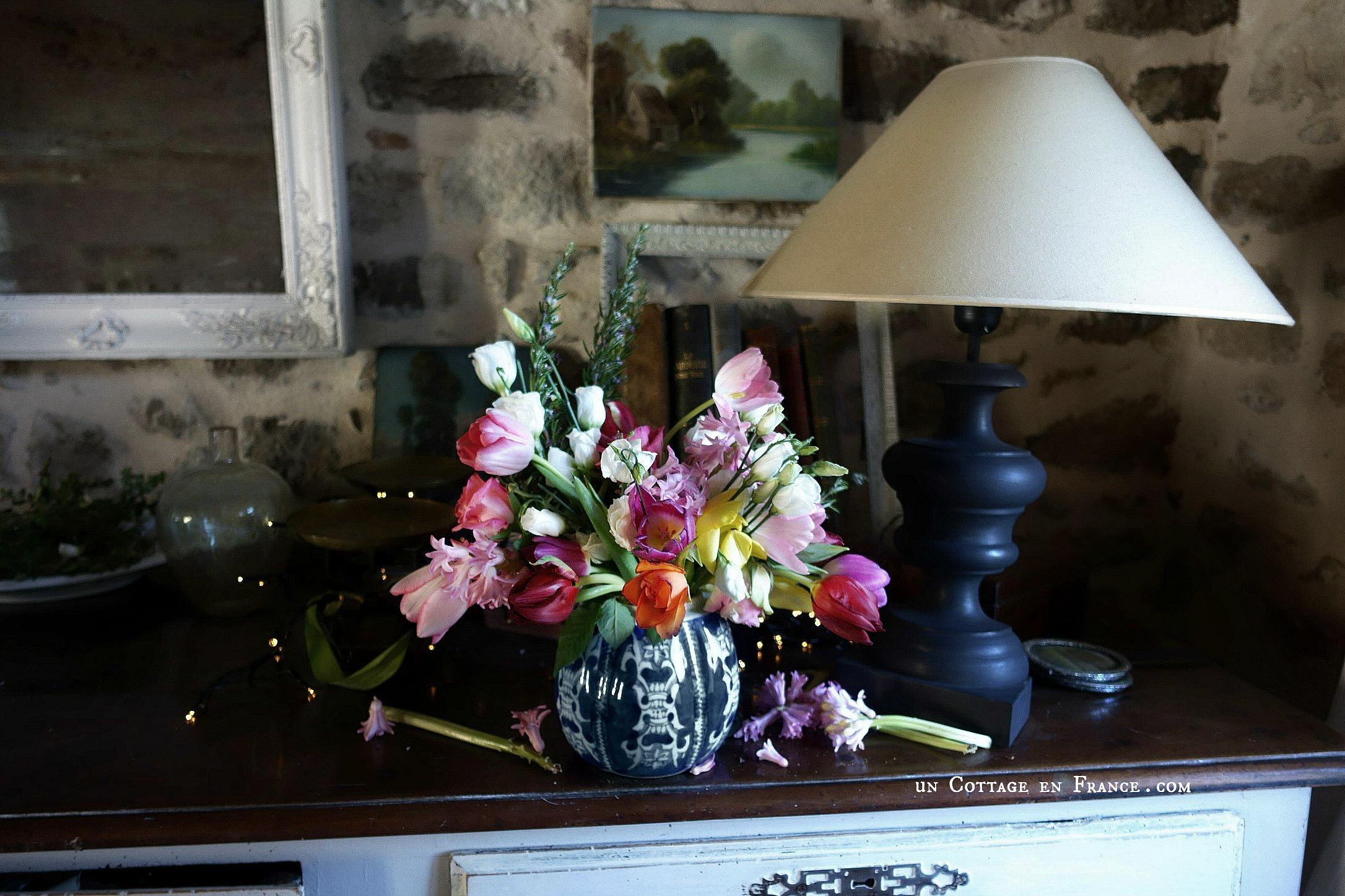Entre ombre et lumière : un bouquet de janvier | Between light and shade: a January floral arrangement