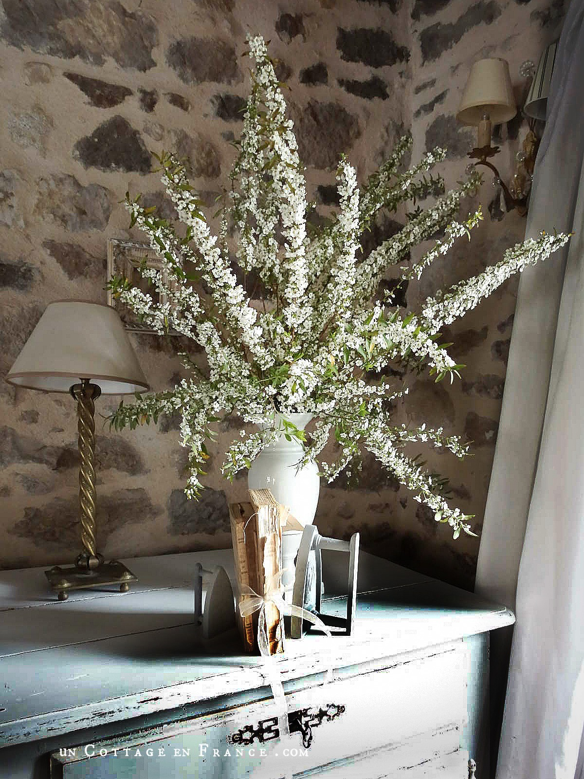 Option décor clair romantique au salon | White cottage decor option