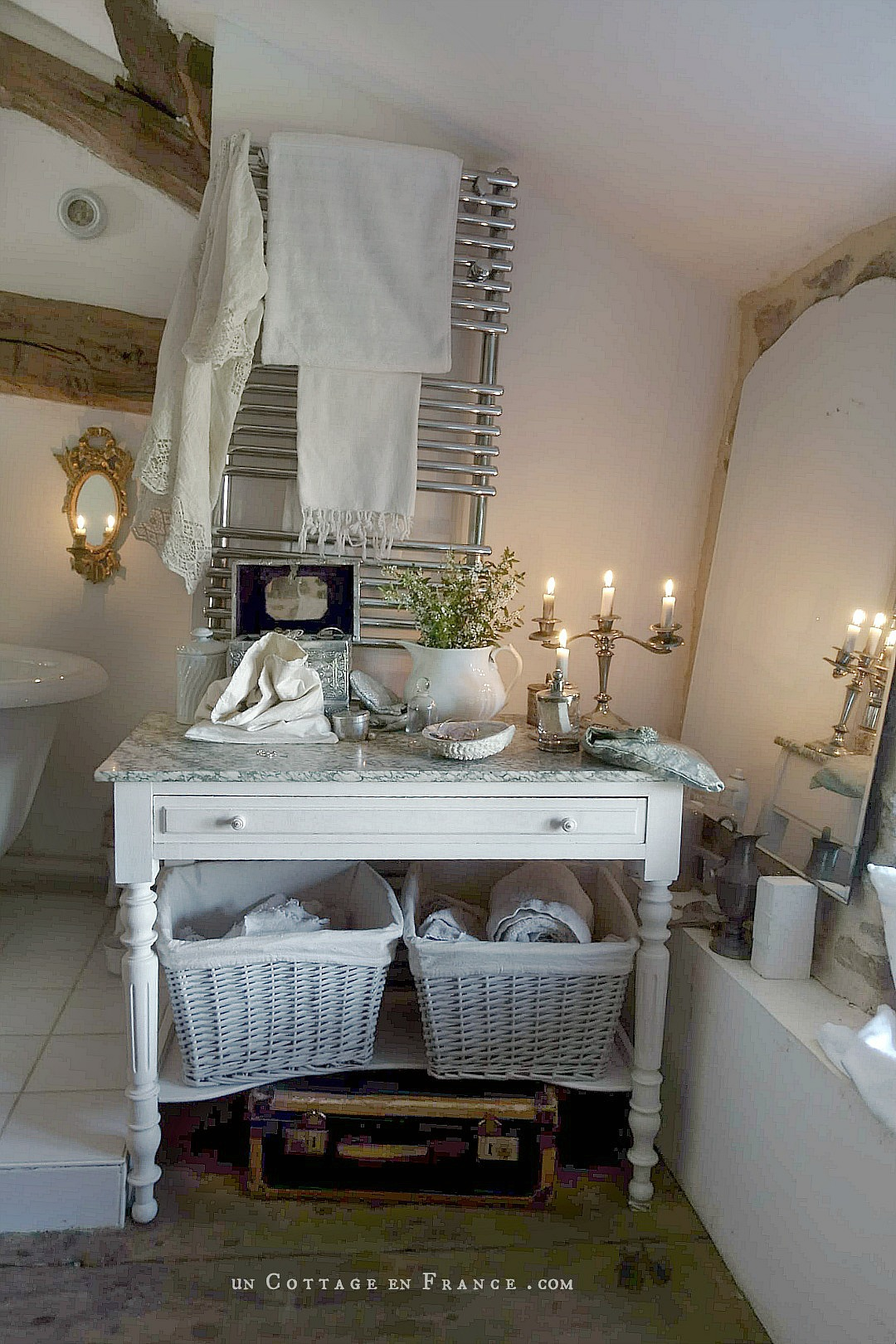 Morning slownesss, a sweet pink light on white walls brought by the candles |Lenteur matinale, une douce luminosité rose apportée par les bougies sur les murs blancs #candlelights #bathroomdecor #romanticbathroom #whitecottagecharm #uncottageenfrance #campagnechic #frenchinterior #frenchfarmhousestyle #frenchcountry #frenchliving #fixerupperstyle #shabbychicbathroom #frenchcountrycottage #allthingsfrench #frenchcottage #farmhousevignette #cottagevignette #chippypaint #frenchdecoration #fermette #countrychic #rustique #rusticdecor #decorustic #cottagedecor #maisondecampagne #campagnedecoration #countryhomemag #brocante
