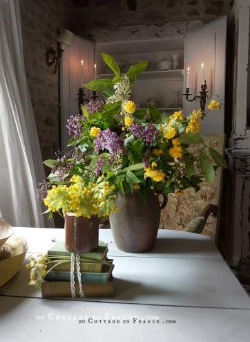 Le bouquet d'avril violet et jaune décoration campagne chic 21