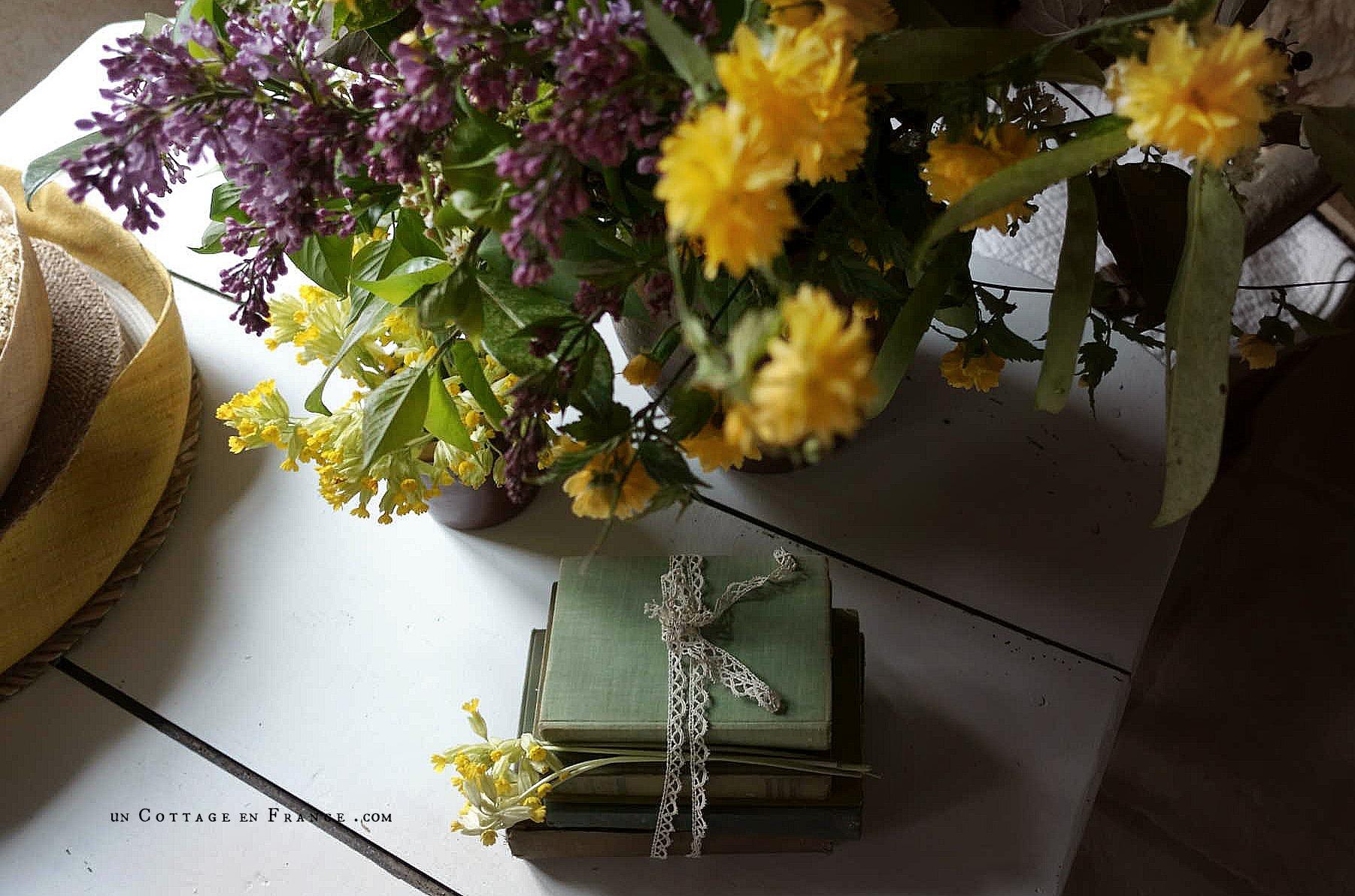 Le bouquet d'avril violet et jaune décoration campagne chic 6