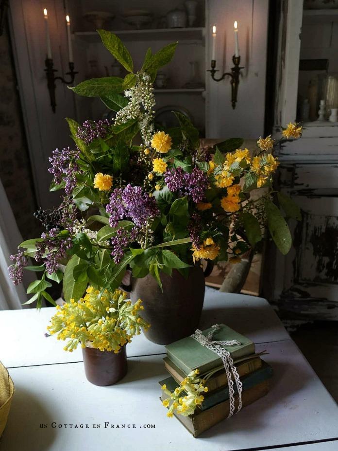 Le bouquet d'avril violet et jaune décoration campagne chic 7