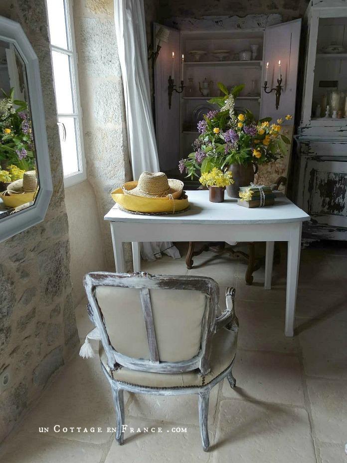 Le bouquet d'avril violet et jaune décoration campagne chic