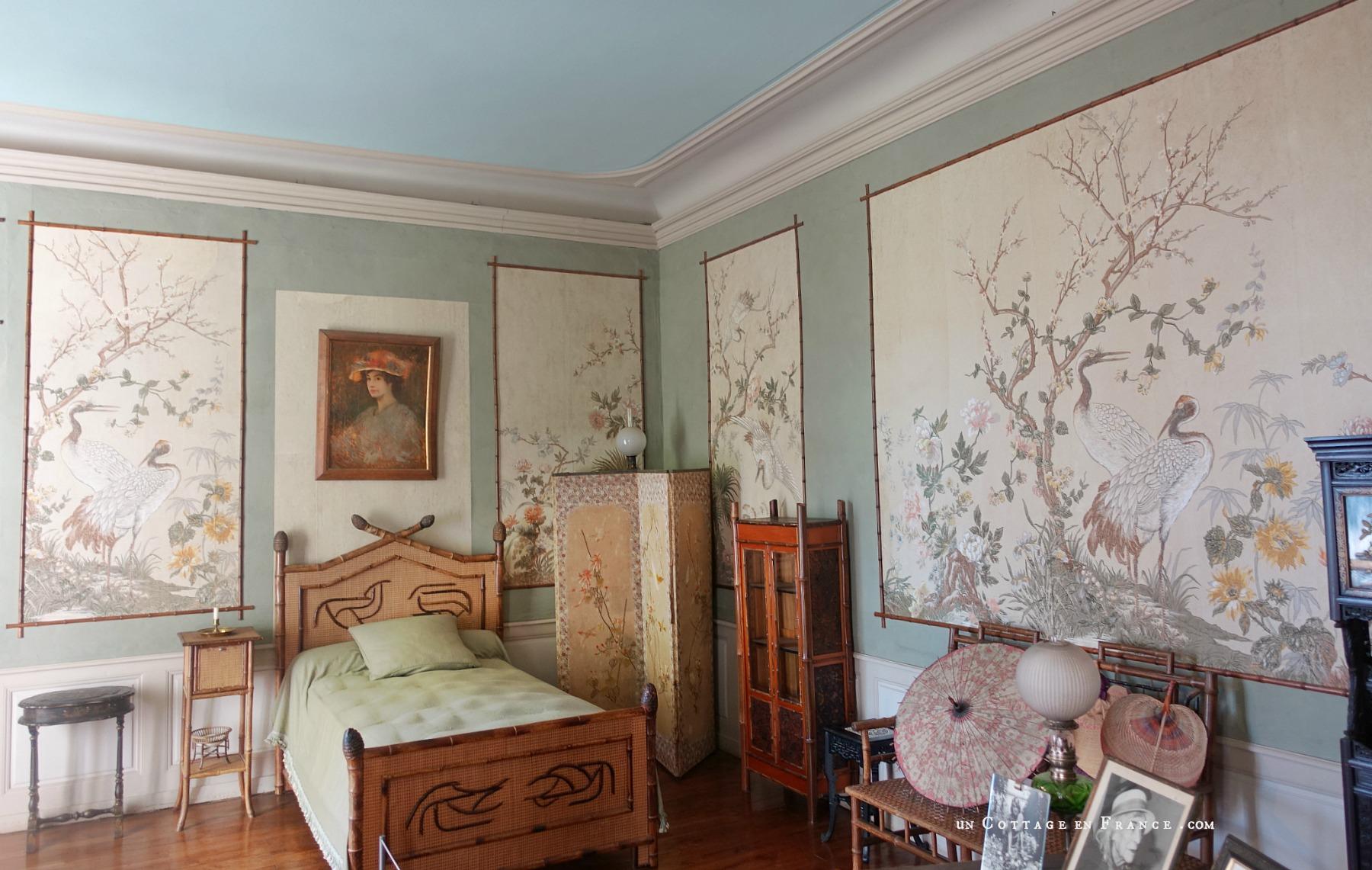 Maison de George Sand, Nohant, chambre verte aux chinoiseries, aux meubles en bambou.jpg