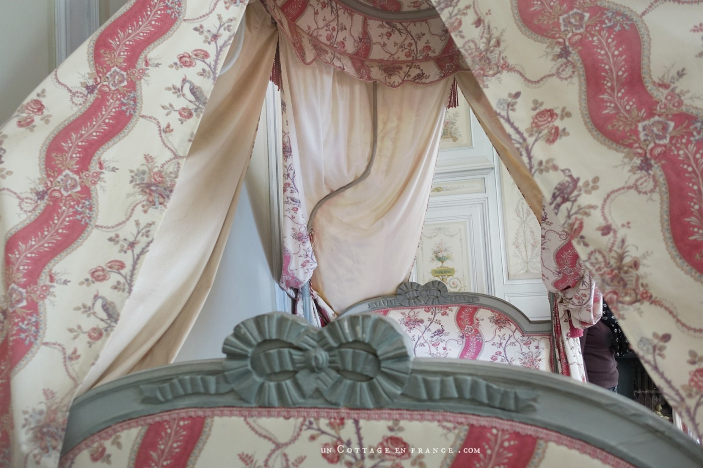 Romantic french bed, country chic style, romantic country living in France, george sand
