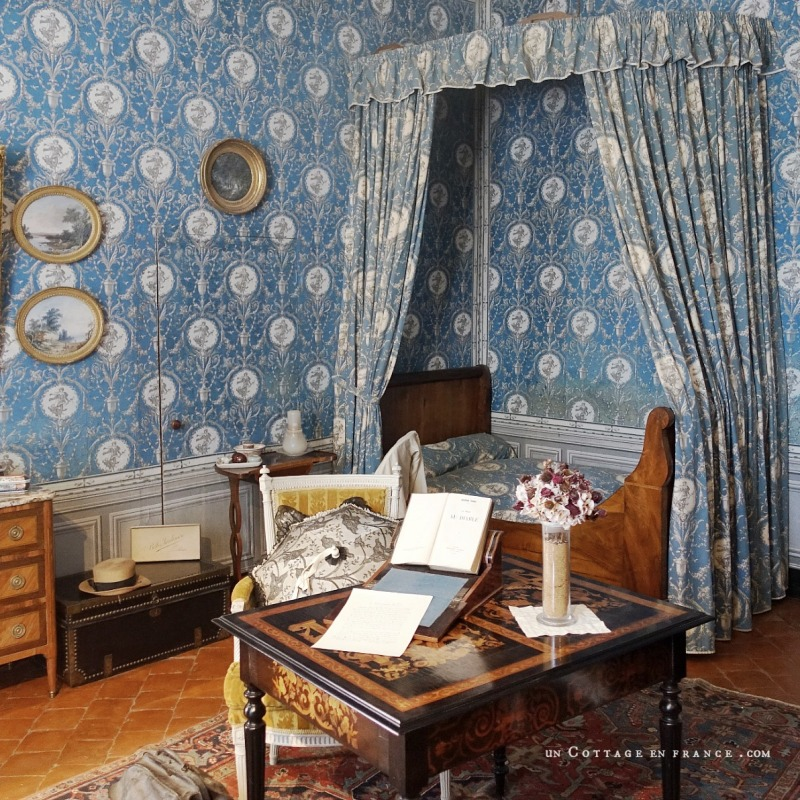 maison d'artiste, french country design, george sand Berry, chambre romantique, décor ampagne chic bleu, french farmhouse style