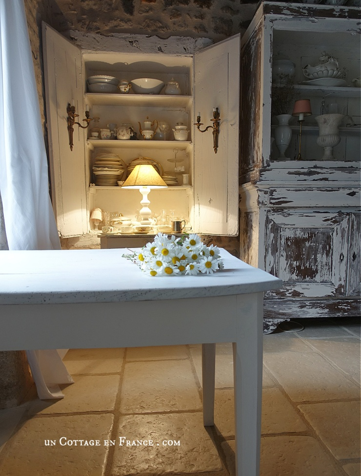 rural fantasy, cottagecore, french cottage design, table blanche